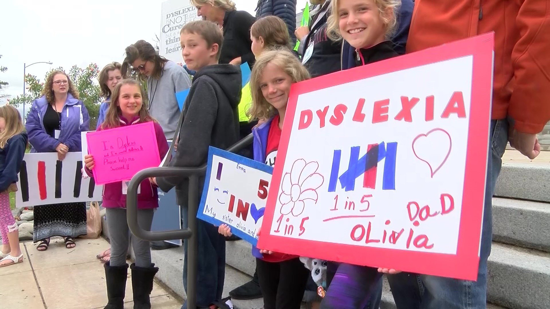 Families and friends of people challenged by dyslexia rallied at the Capitol on 6.13.17. (MTN News photo)