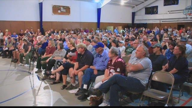 Hundreds of residents turned out Thursday evening in Florence to learn more about the Lolo Peak fire. (MTN News photo)
