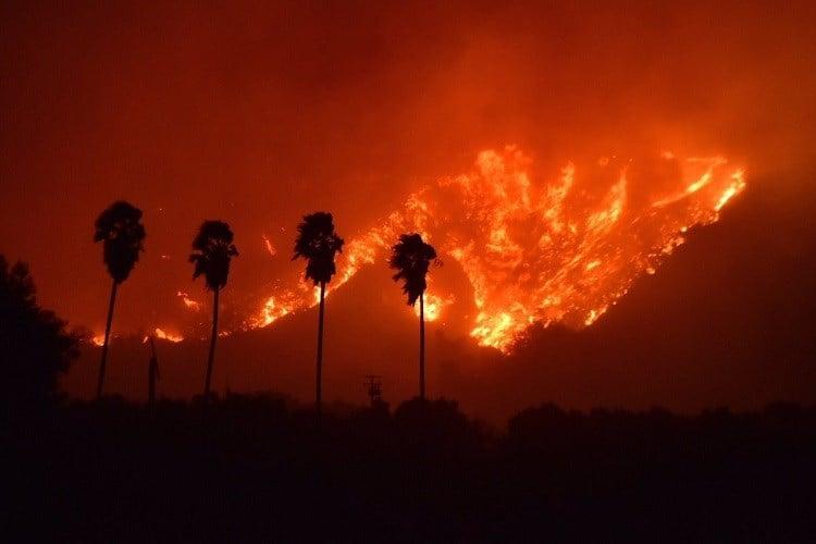 Brush fire explodes near Santa Paula, CA (photo credit: Ventura County Fire)