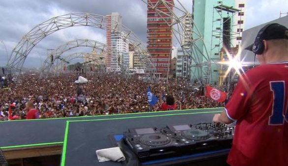 Diplo played to more than 400,000 in Havana on Sunday, March 6, 2016 (CBS News photo)