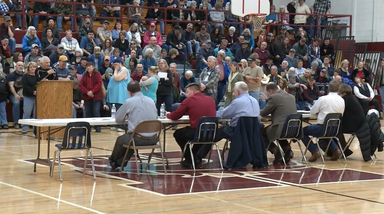 Hundreds of people showed up to comment on a proposed letter expressing concern over the federal government's ability to completely vet refugees seeking re-location in the U.S. (MTN News photo)